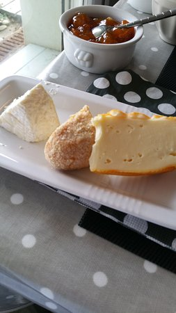 Villa Tremail : Selection of local cheese