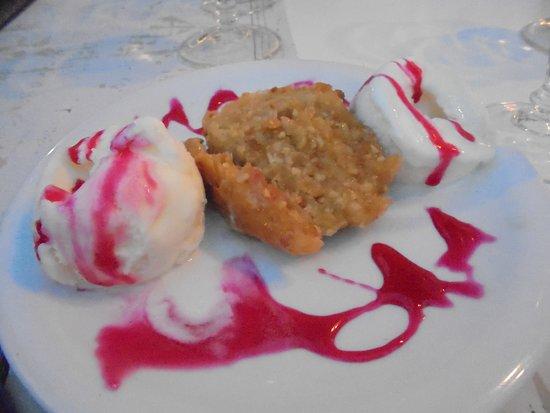 Polykratis Tavern: baklava calda con gelato, questa va provata una volta nella vita !