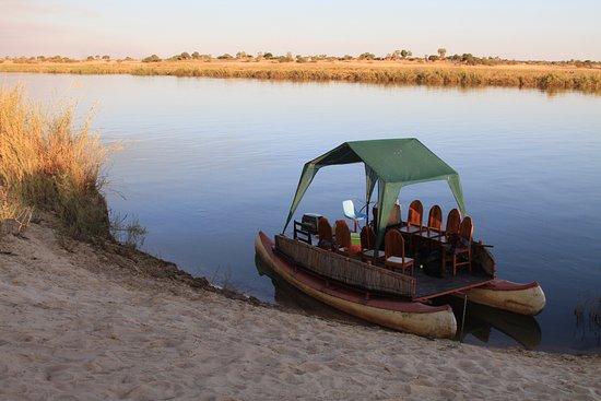 Rundu, ناميبيا: Tonights transportation: Two canoes, welded together