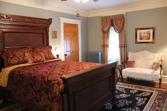 Rose Heart Inn: Lady Heather's Room