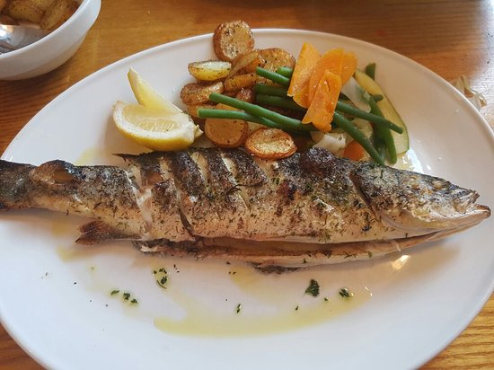 Armitage, UK: Beautiful grilled Sea Bass very nicely cooked.