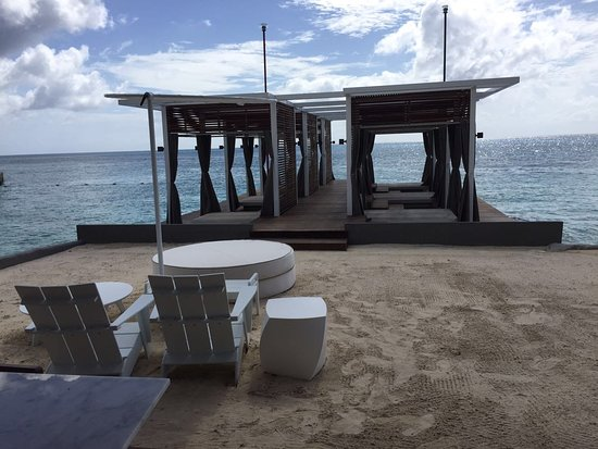 Presidente Inter-Continental Cozumel Resort & Spa: Highly criticized change to our dive deck. To destroy urgently!