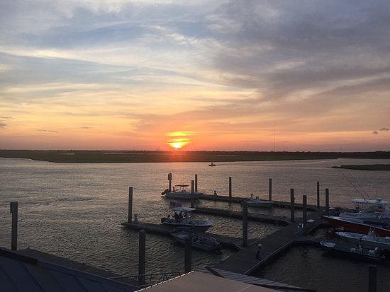Boathouse: Great sunsets on the rooftop!