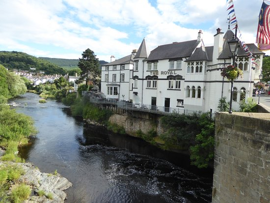 Royal Hotel Llangollen Reviews
