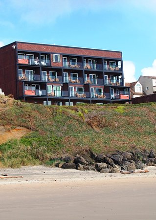 Starfish Manor Oceanfront Hotel: Starfish Manor Hotel is right on the beach