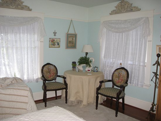 Briar Rose Inn: 2nd bedroom with shared bath