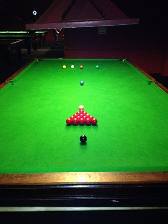 Грейс-Туррок, UK: One of the snooker tables upstairs.