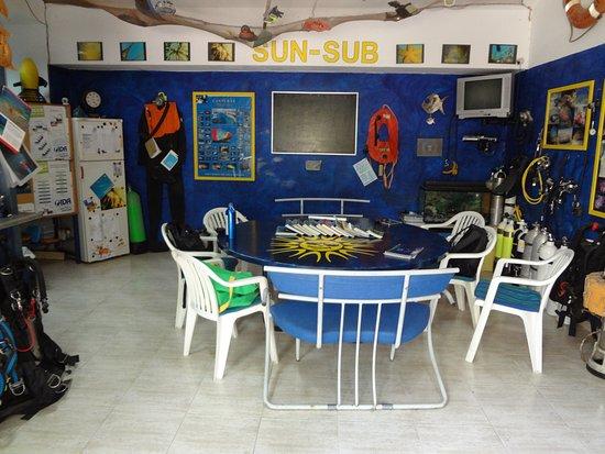 Diving Center Sun Sub: Schulungsbereich und Eingang