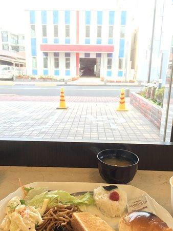 Toyoko Inn Tokyo Machida-eki Odakyu-sen Higashi-guchi : 食事。