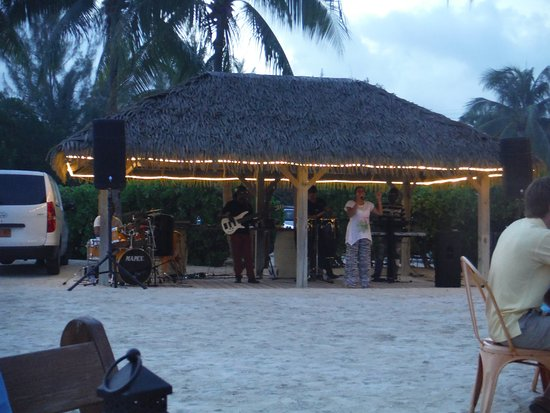 Nortsh Side, Grand Cayman : Live music - dancing and limbo