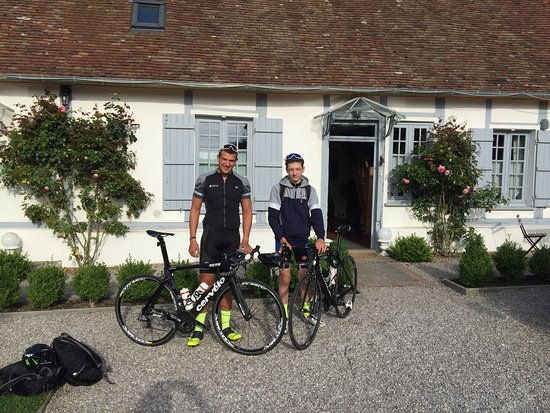 Les Chambres du Confiturier de Malethi : My two sons and I stayed as part of our ride from London to Paris.  Marie and her husband are gr
