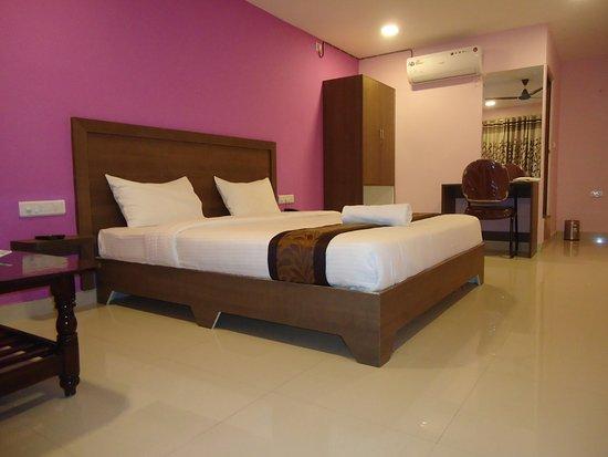 Sri Sai Suites