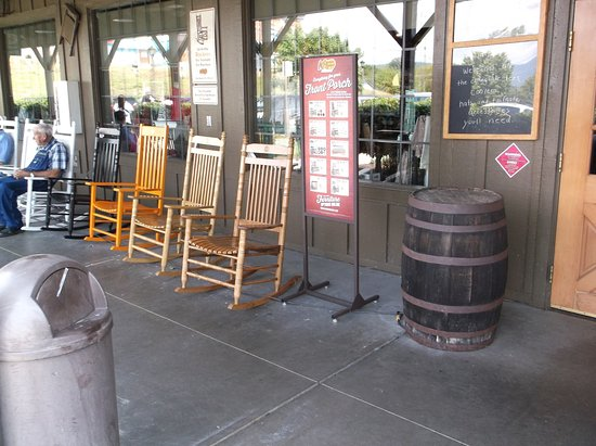 Picture Of Cracker Barrel Pigeon Forge Tripadvisor