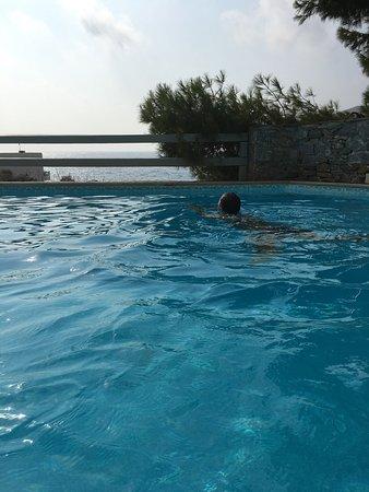 Yperia Hotel: Skönt häng vid poolen