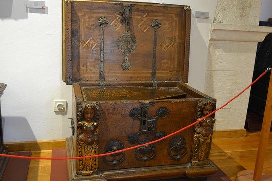 City Museum of Split: Beautiful chest