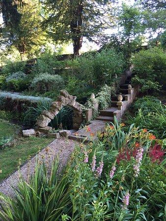 Cascade Gardens: photo0.jpg