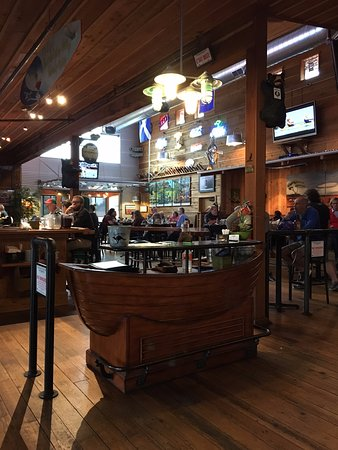 Long Beach, WA: Front desk & bar