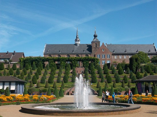 Kamp-Lintfort, Tyskland: Der Terrassengarten vor dem Kloster