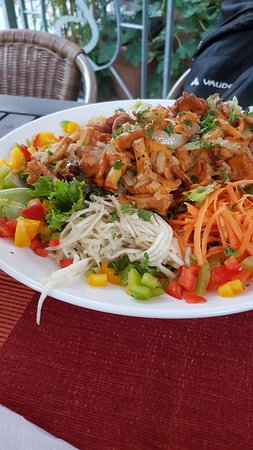 Dossenheim, Tyskland: Salad with local mushrooms