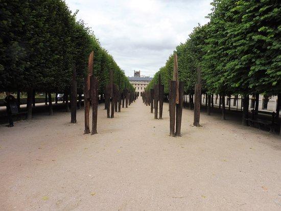 Königlicher Palast: The Gardens were also home to an Art Exhibit.