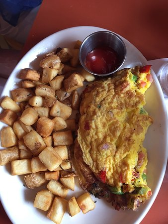 ‪‪Waukesha‬, ‪Wisconsin‬: Weekend Brunch: Creme Brûlée French Toast and Mile High Omelet‬
