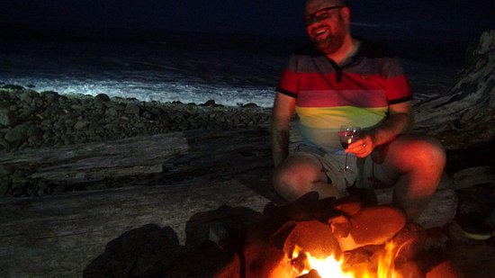 Lanai at the Cove: Firepit and sea in background