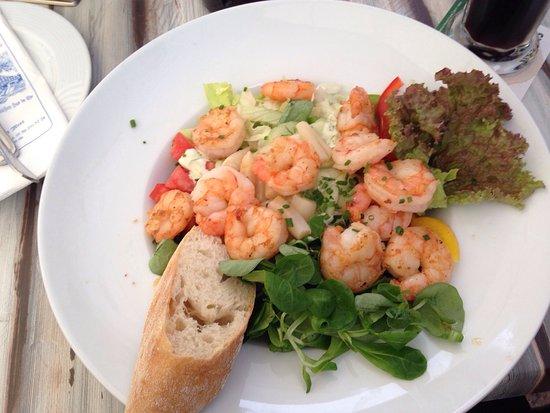 Schweer Harms Fischerhus: Salat mit Garnelen Zanderkardinal mit Garnelen und Krabbensauce