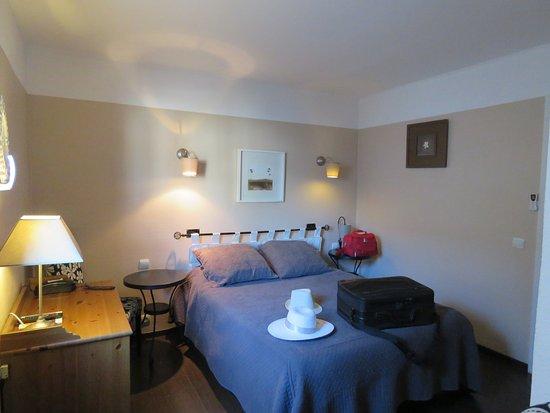 Le Sud Hotel: Chambre N' 10 en Rez de Chaussée. Bonne literie, confortable.