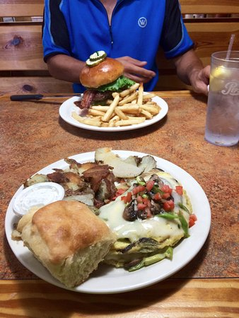 Brooksville, FL: Cracker Classic Cheddar Burger with fries and a Hernando Omelette with skillet potatoes and a bi