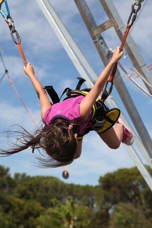 Rochefort du Gard, Francja: Des saltos en toute sécurité.