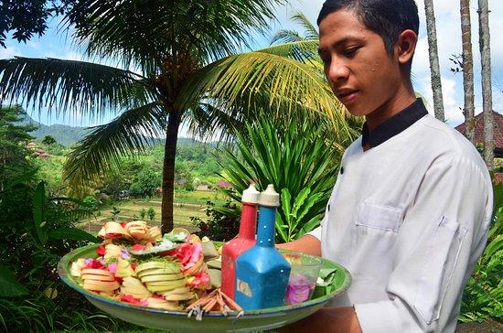 Cepik Villa: Staff Making Offerings
