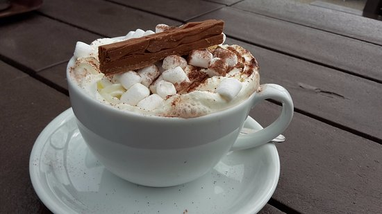The Beach Hut Cafe : Hot chocolate