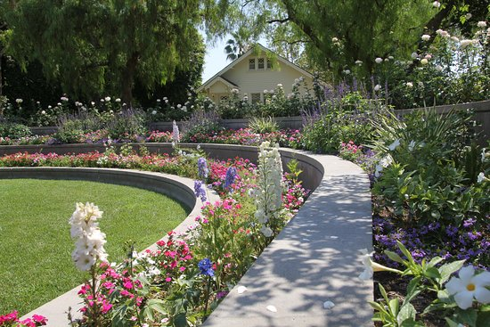 Yorba Linda, CA: Beautiful gardens
