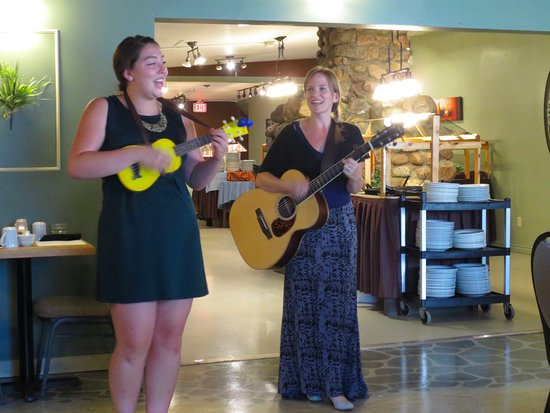 Rosebud, Kanada: performers entertain while u eat