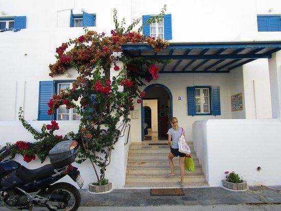 Hotel Marinos Parikia: entrance to hotel