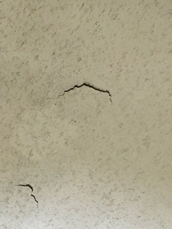 Quality Inn & Suites Hanes Mall: Chipped ceiling room 213