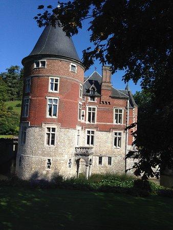 Hotel - Ferme du Chateau d'Ahin: Vue d'une chambre sur le château