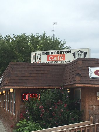 Preston, MO: Nice little place, stopped on way home from the lake, good food, like home!!
