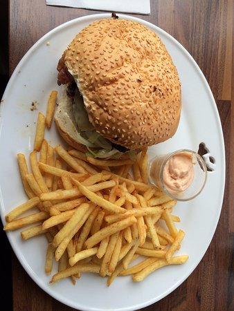 Grimsey Island, IJsland: Burger i frytki