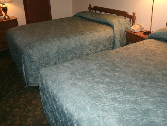 Riverbank Motel and Cabins: Large, comfy beds
