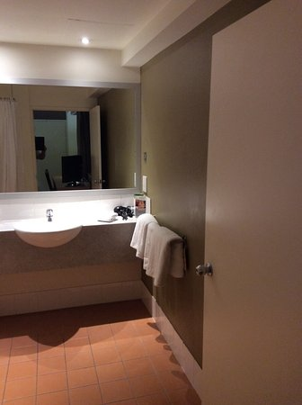 ibis Brisbane: Bathroom