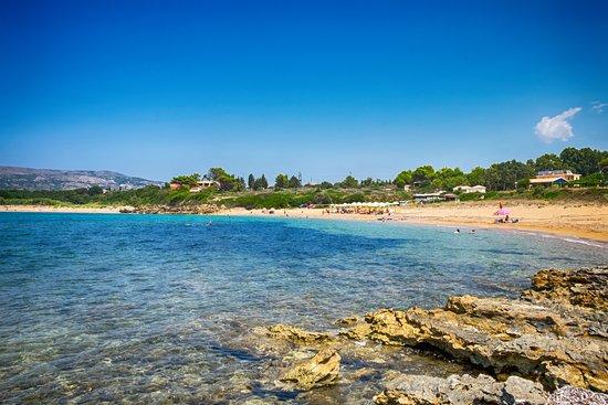 Kefalonia, Griechenland: A view across the beach