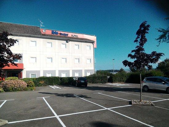 Ibis Budget Montbéliard : parking