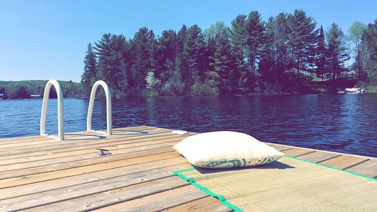 Kearney, Канада: Yoga on the dock at Summer Haven