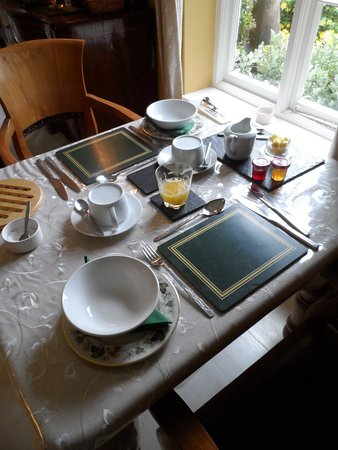Gorselands Hall: Breakfast - served with used jam and marmalade...