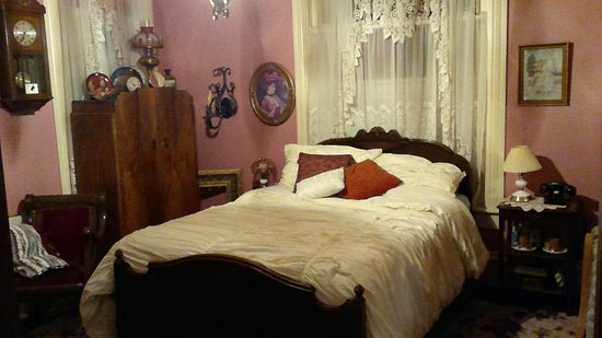 Elgin, OR: Queen bed, Sacajawhea Room