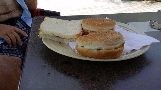 Hotel La Plantation: Sandwich au thon 10 euro il manquait de pain ??