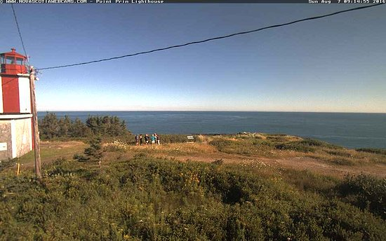 Smith's Cove, Canada: This picture is actually from the webcam at the point and show our group beginning our tour.