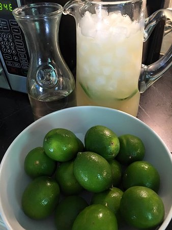 Weston, Κονέκτικατ: Margarita recipe testing in full effect. First round 3 parts tequila, 3 parts fresh lime juice,