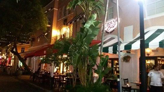 El Paseo Hotel: 20160804_004100_large.jpg